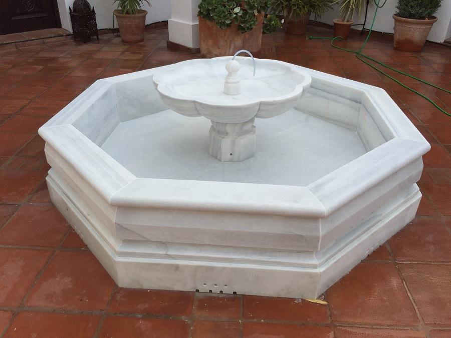 Fuente de centro en mármol